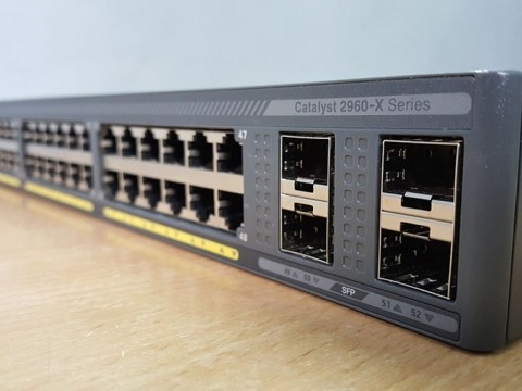 Cisco Catalyst 2960X Series Switches so với Cisco Catalyst 2960XR – Thế hệ Switch Cisco 2960 nào tốt hơn?