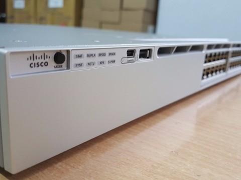 So sánh sự khác biệt giữa Cisco Catalyst 3850 Series Switches và Cisco 2960-X là gì?