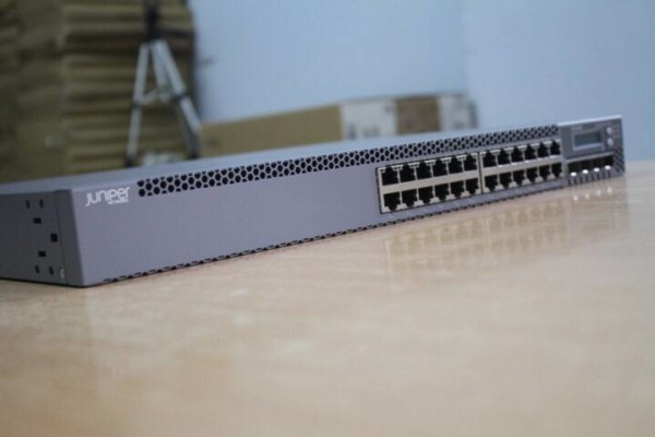 Switch Juniper EX3300