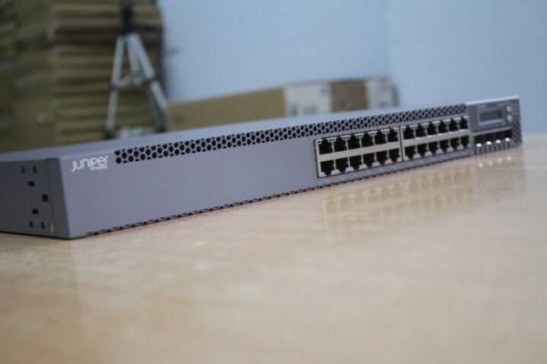 Switch Juniper EX3300