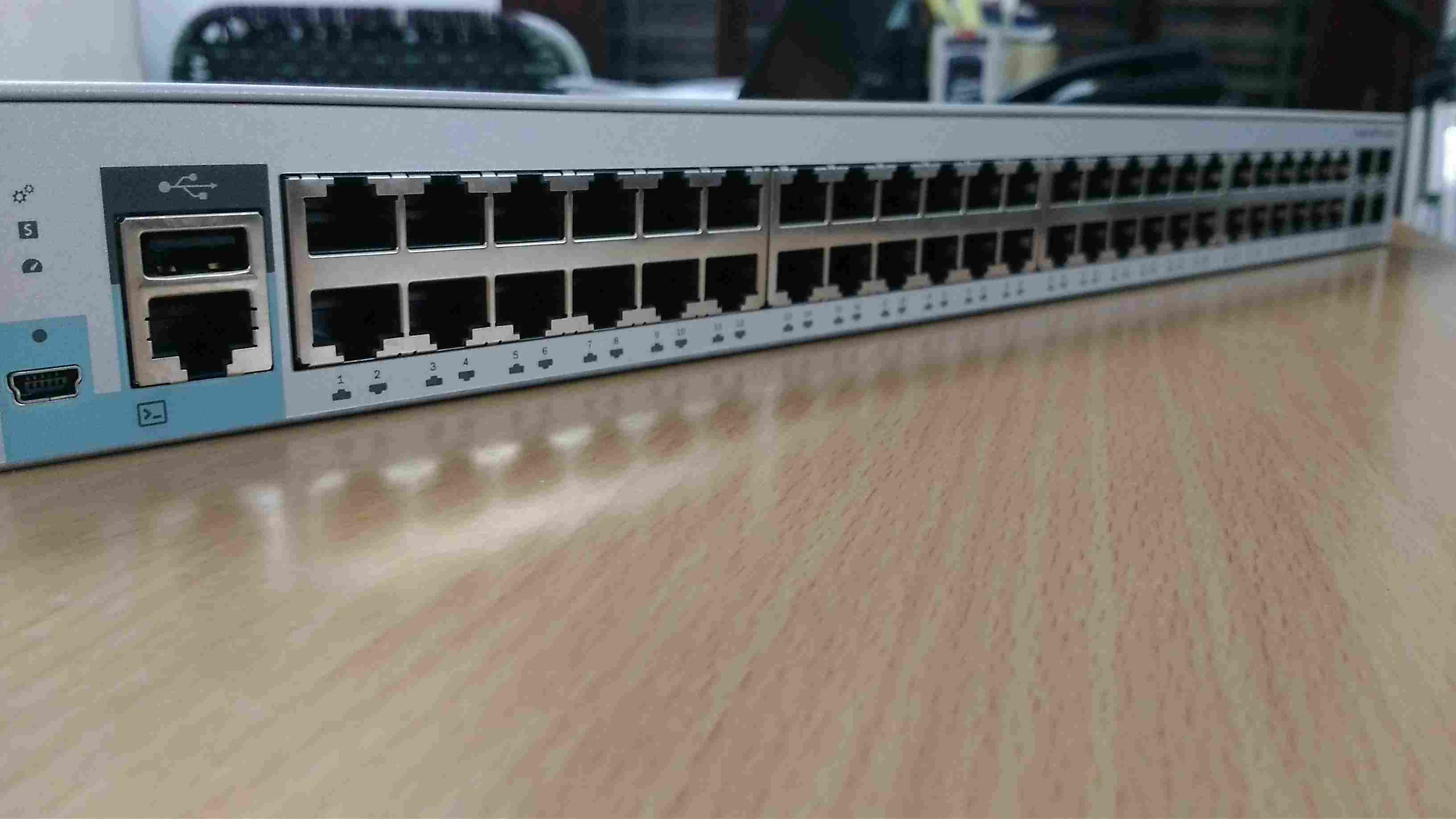 Switch Cisco Catalyst 2960L 48 Port GigE 4X10G SFP+ LAN Lite